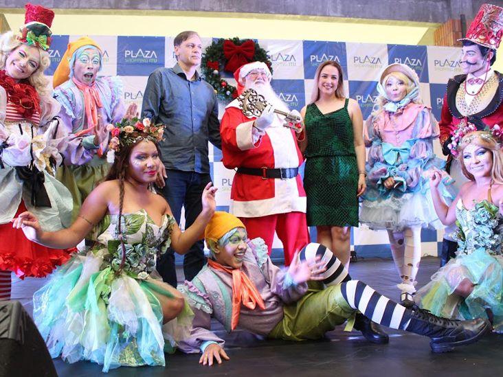 Papai Noel e personagens encantam o público no Plaza Shopping Itu
